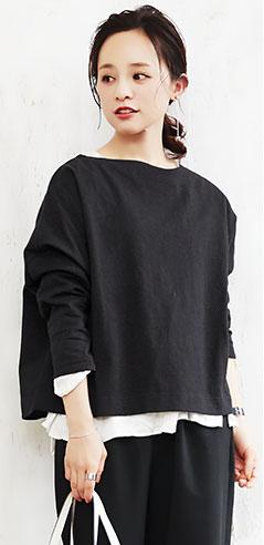 コラボアイテムのブラック着用の田中亜希子さん