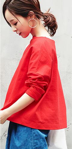 コラボアイテムのレッド着用の田中亜希子さん