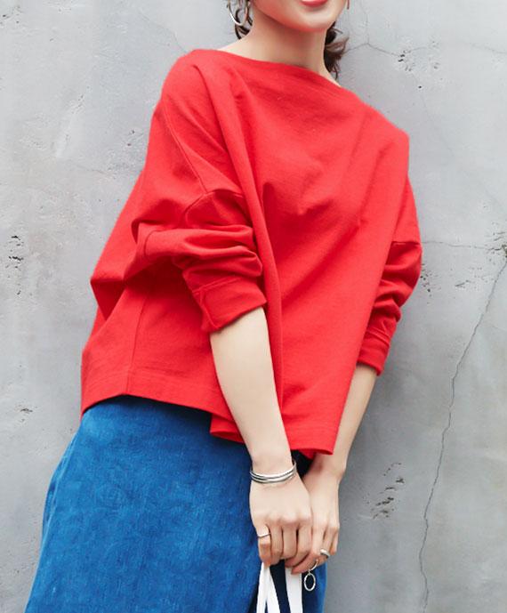 レッドのコラボアイテムを着用した田中亜希子さん