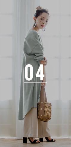 コラボアイテムのワンピースとワイドパンツを着用した田中亜希子さん
