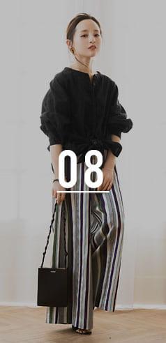 コラボアイテムのワイドパンツを着用した田中亜希子さん