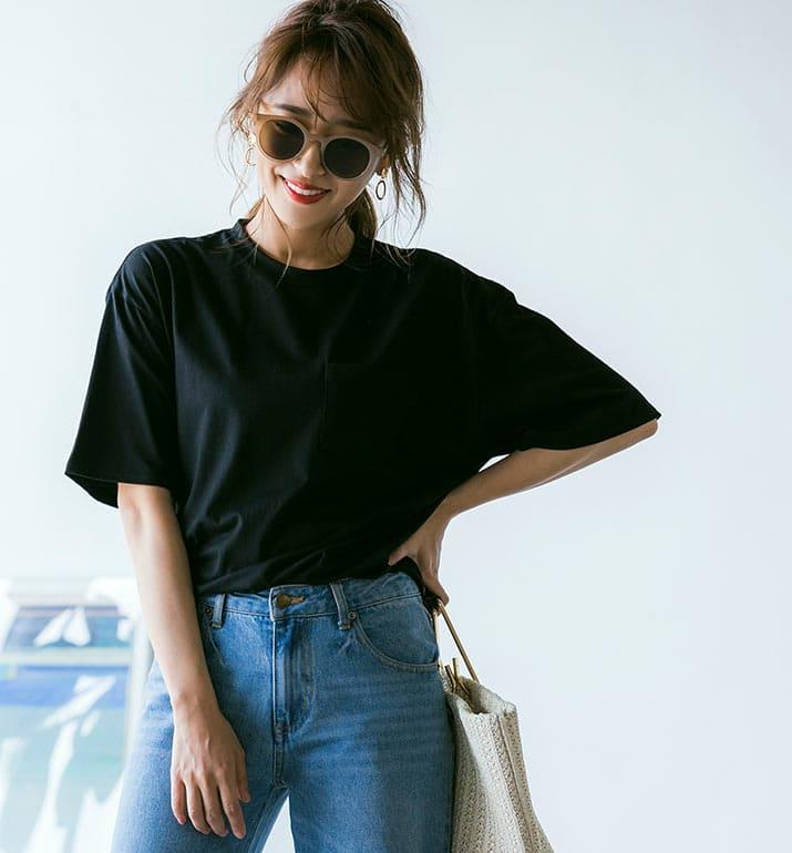 ブラックのTシャツを着た近藤千尋さん